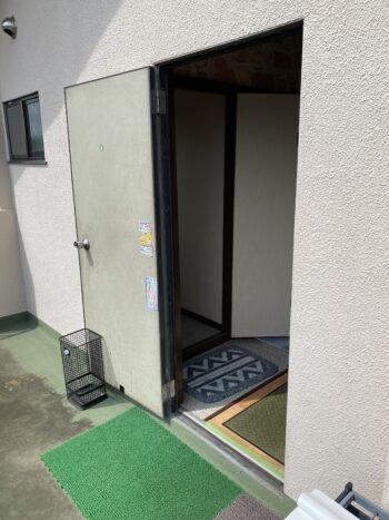 愛川町 学習塾 ドア交換 Before